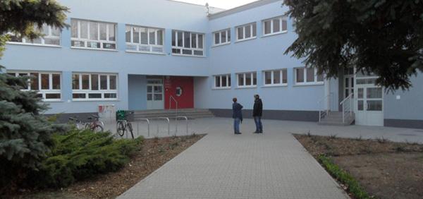 Zespół Szkół nr 19 wejście